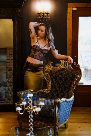 Mary-christine live escort